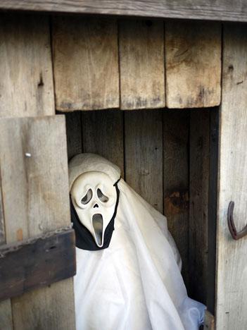 ghostOuthouse